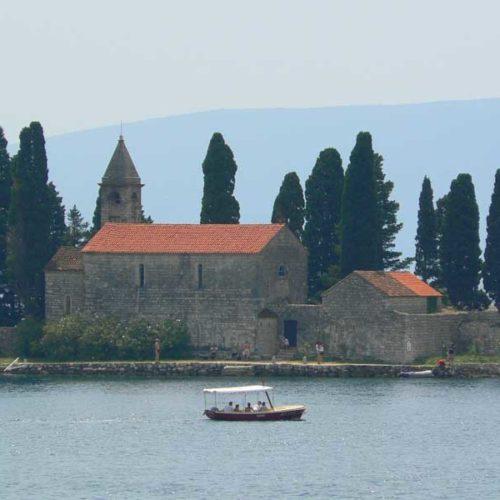 Do Albanii 2009 - klasztor na Boce Kotorskiej w Czarnogórze