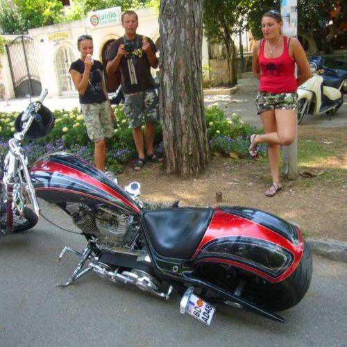 Do Albanii 2009 - oldsculowy chopper w Czarnogórze