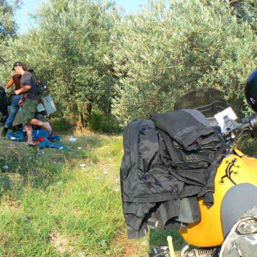 Do Albanii 2009 - nocleg w gaju oliwnym w Albanii