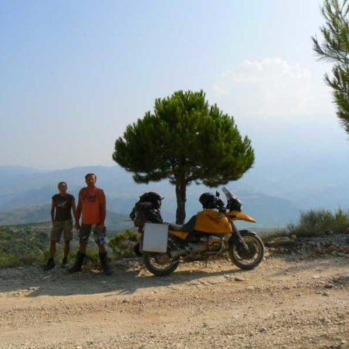 Do Albanii 2009 - bezdroża w drodze do Gjirokastra w Albanii