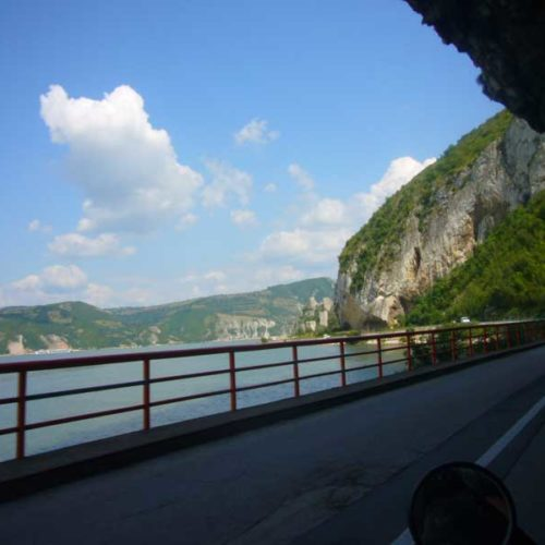 Do Albanii 2009 - Serbia, przed nami twierdza Golubacz - miejsce śmierci Zawiszy Czarnego