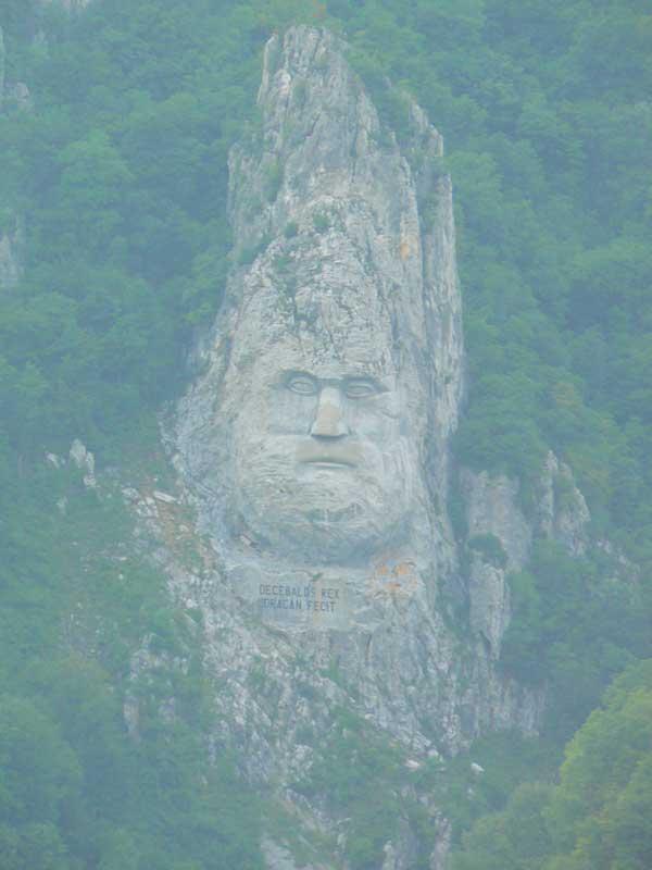 Do Albanii 2009 - Serbia, skalna rzeźba przy kanionie Derdap wzdłuż Dunaju