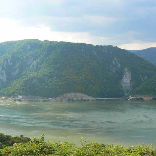 Do Albanii 2009 - Serbia, cerkiew i skalna rzeźba przy kanionie Derdap na Dunaju