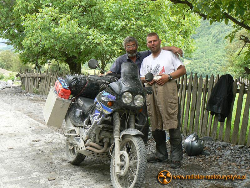 Gruzja - Swanetia. Mietek ze Swanem, który chciał wyłudzić od niego buty motocyklowe.