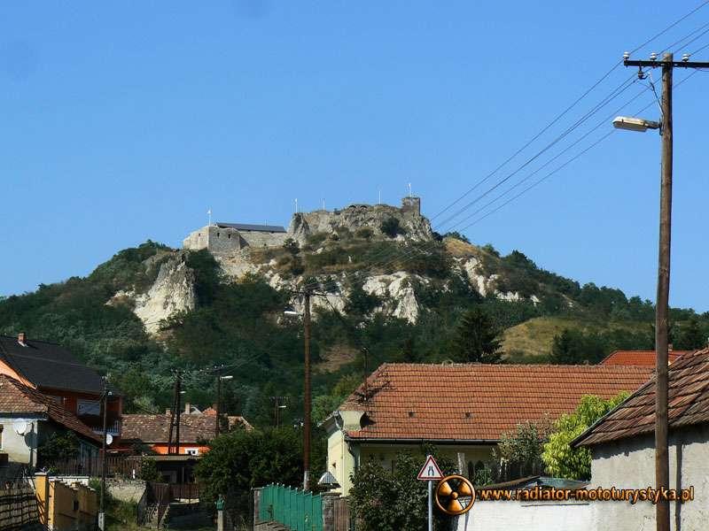 Wyprawa motocyklowa – Bułgarski Bastion Komunizmu. Ruiny gotyckiego zamku w wiosce Sirok.