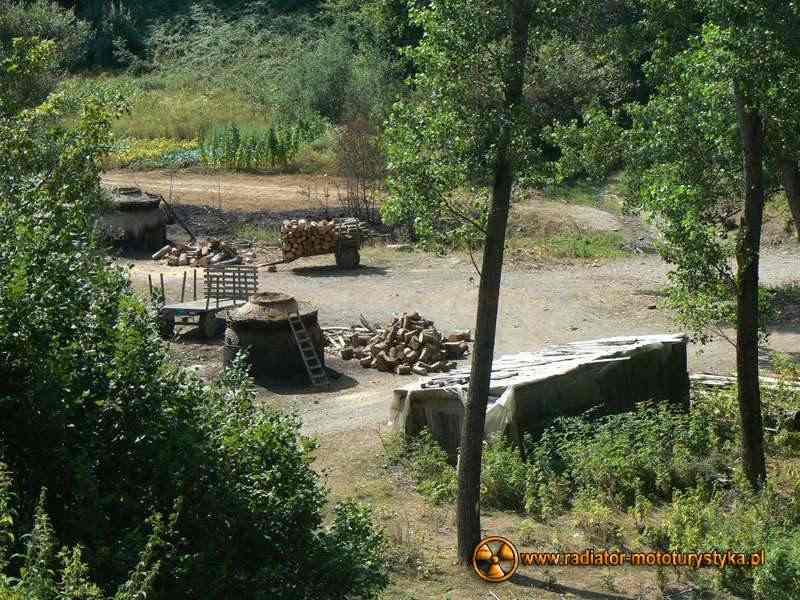 Wyprawa motocyklowa – Bułgarski Bastion Komunizmu - wypalanie węgla drzewnego