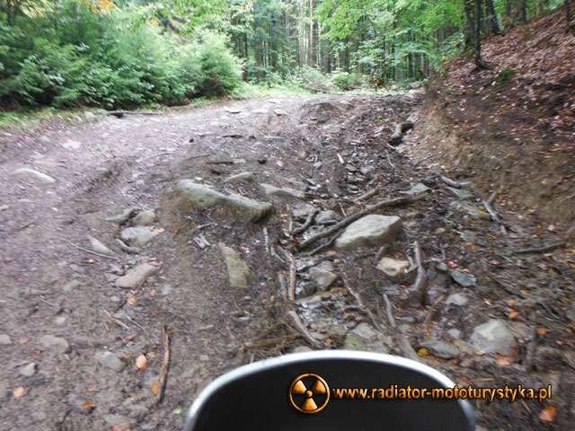 Typowe kamieniste i strome podjazdy, które trudno nam było uwiecznić podczas jazdy