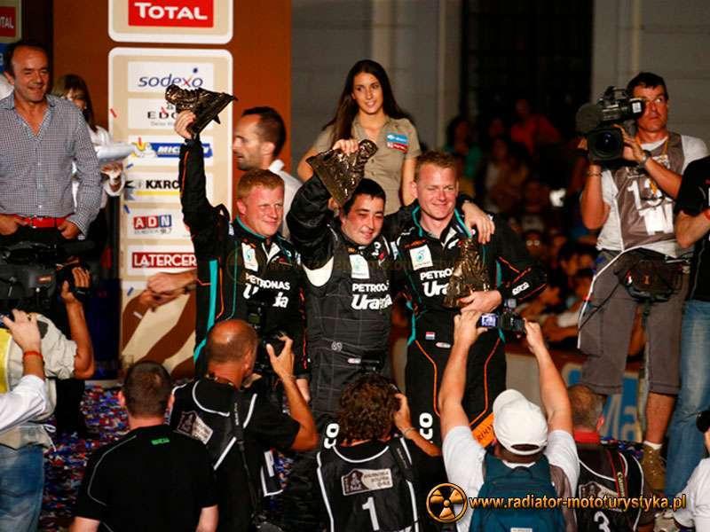 Dakar 2014 - - na zdjęciu od lewej - Tom Colsoul (Belgia), Darek Rodewald (Polska), Gerard De Rooy (Holandia), fot. dakar.com