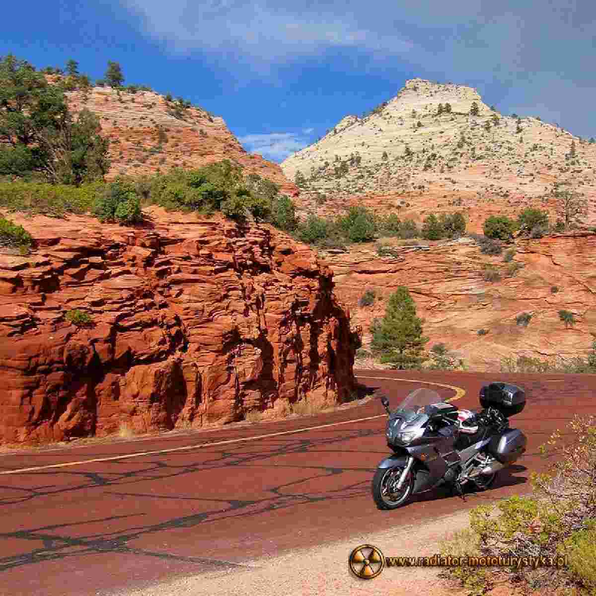 The Red Rock Scenic Road w USA