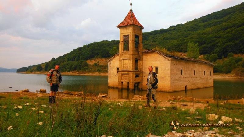 Zatopiony kościół na Jeziorze Mavrovo - do kraju śmieci, mercedesów, bunkrów i klaksonów