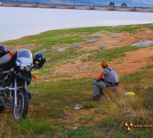 Dziki kemping nad sztucznym jeziorem koło Prilep - do kraju śmieci, mercedesów, bunkrów i klaksonów