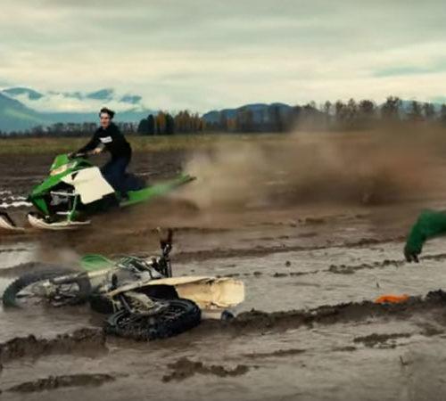 Błotny festiwal na skuterze śnieżnym -film