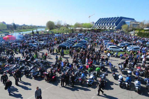 Tysiące motocyklistów na rozpoczęciu sezonu