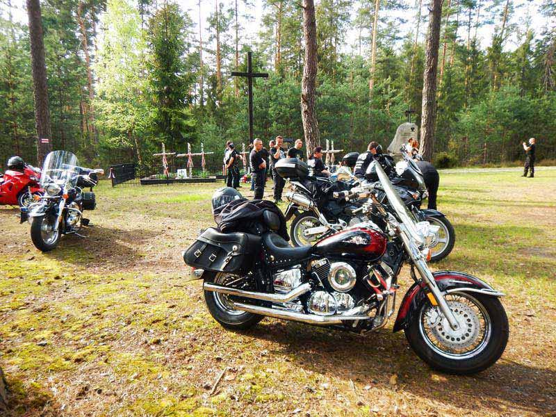 Galeria zdjęć z rozpoczęcia sezonu motocyklowego - Lubaczów-Obóz Zagłady w Błótku 2017