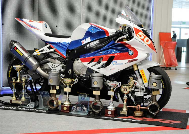 BMW S 1000 RR racer. Nowinki motocyklowe - Radiator - Turystyka motocyklowa - Wyprawy motocyklowe - Podróże motocyklowe - Forum motocyklowe