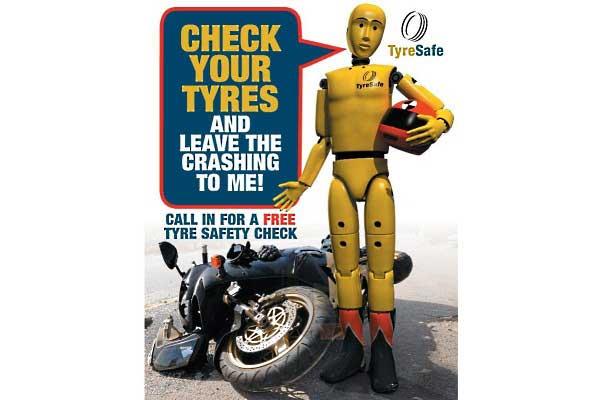 Upadek motocyklisty, leżący motocykl. Nowinki motocyklowe - Radiator - Turystyka motocyklowa - Wyprawy motocyklowe - Podróże motocyklowe - Forum motocyklowe