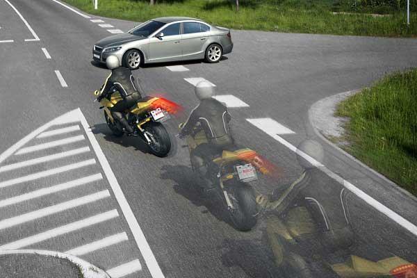 Motocykl - hamowanie. Nowinki motocyklowe - Radiator - Turystyka motocyklowa - Wyprawy motocyklowe - Podróże motocyklowe - Forum motocyklowe