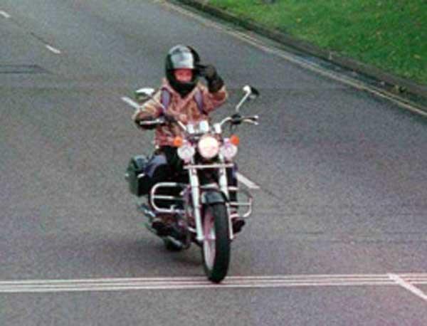 Motocyklista na fotoradarze. Nowinki motocyklowe - Radiator - Turystyka motocyklowa - Wyprawy motocyklowe - Podróże motocyklowe - Forum motocyklowe