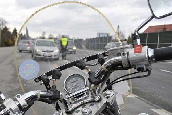 Patrol policji z motocyklistami