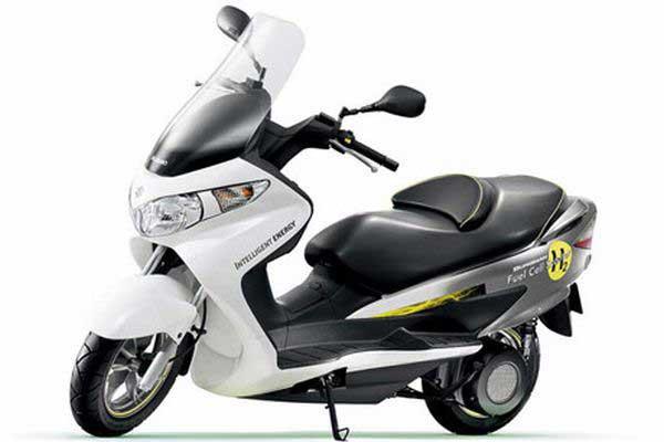 Skuter Suzuki Burgman. Nowinki motocyklowe - Radiator - Turystyka motocyklowa - Wyprawy motocyklowe - Podróże motocyklowe - Forum motocyklowe