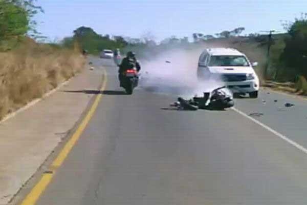 Motocyklista cudem uniknął śmierci