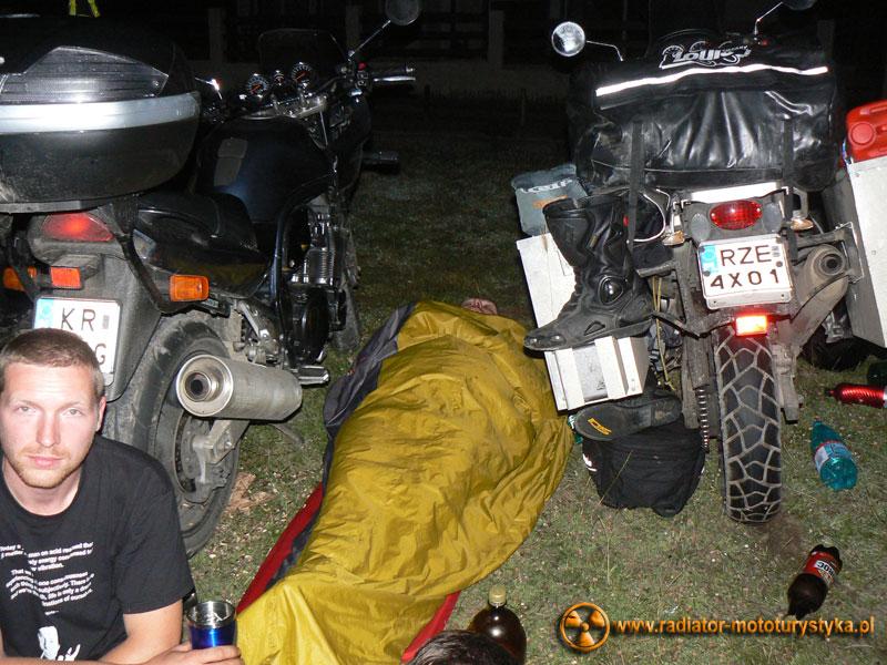 Wyprawa motocyklowa. Gruzja - Swanetia 2011. Rumunia - Vama Veche - Mietek w fazie snu głębokiego.