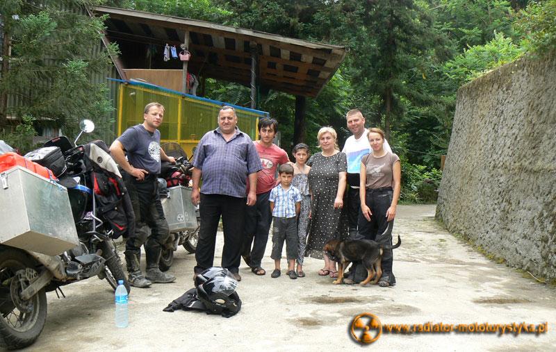 Gruzja - Batumi/Makhinjauri - pożegnalne zdjęcie z gospodarzami