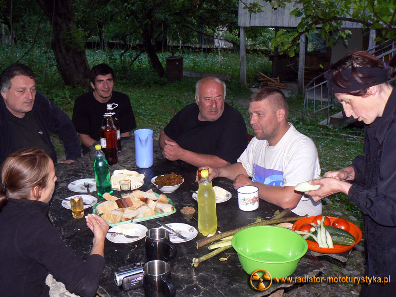 Gruzja - Tekali - gościna u Swanów przy kamiennym stole
