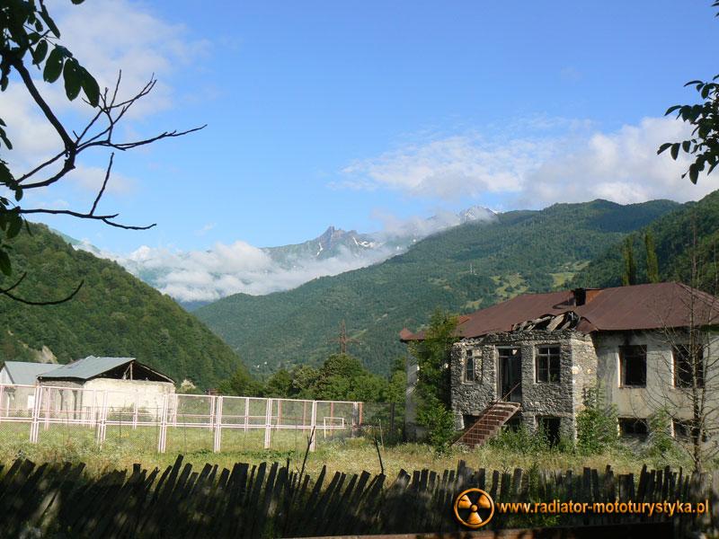 Gruzja - Swanetia - poranek w Tekali