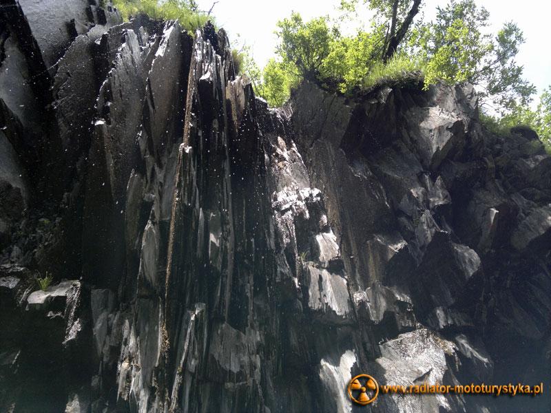 Gruzja - Swanetia - przydrożny wodospad