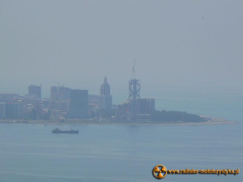 Gruzja - Makhinjauri - widok na Batumi. Na zdjęciu widoczna wilgotność powietrza.