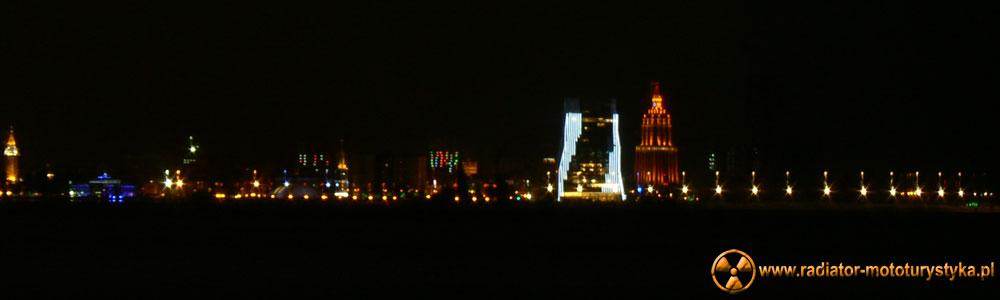 Gruzja - nocna panorama Batumi
