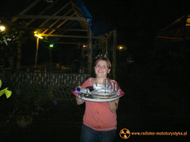 Gruzja - Makhinjauri - Tamara córka naszych gospodarzy - kursująca z dostawą