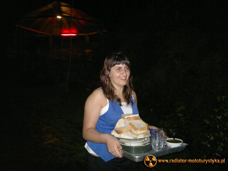 Gruzja - Makhinjauri - Sofija córka naszych gospodarzy - kursująca z dostawą