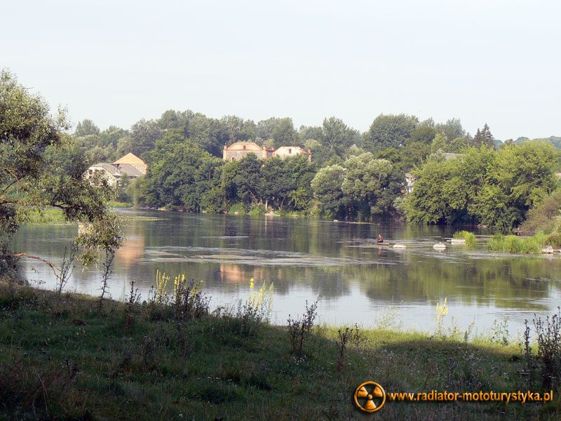 Ukraina - Sokilec-Peczora - pozostałości majątku Potockich nad rzeką Boh