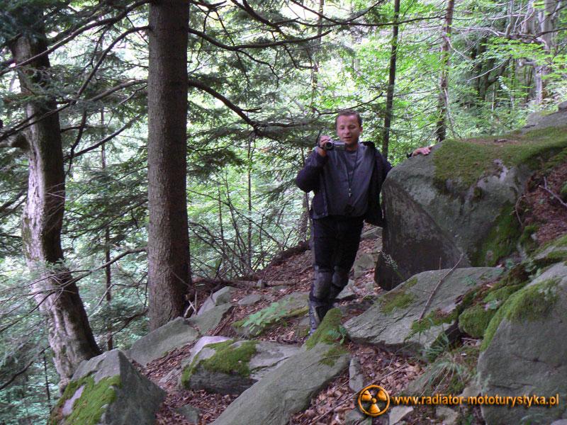 Ukraina - Karpaty - Jaremcza - wspinaczka po prawie pionowej ścianie - moment płaski
