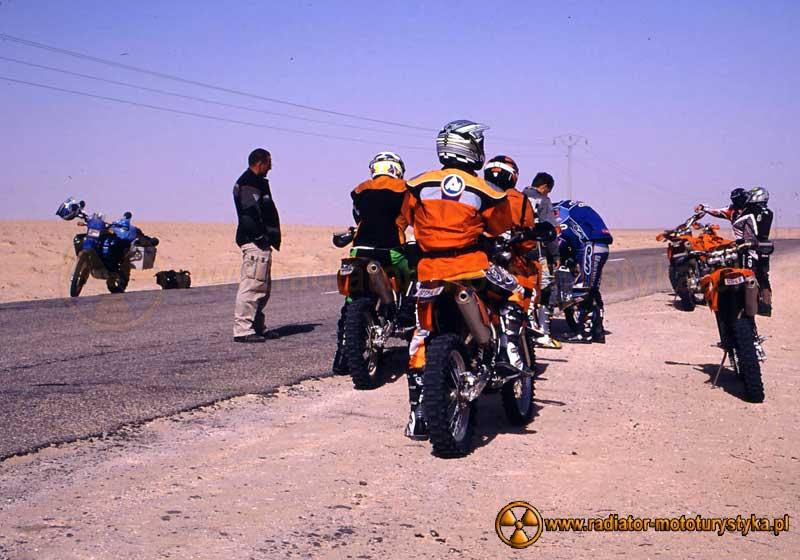 Fabrizio Meoni z grupą motocyklistów