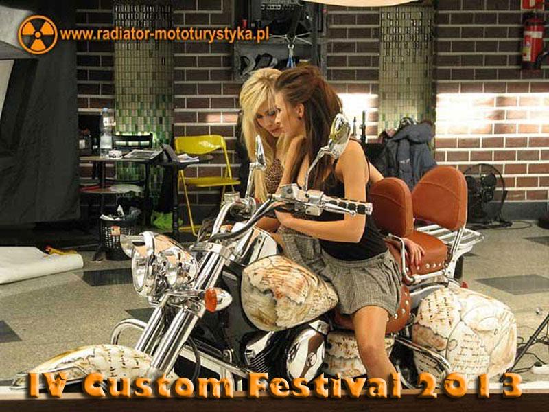 IV Custom Festival