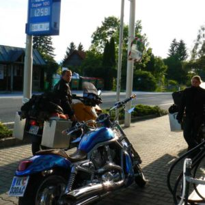 Do Albanii 2009 - Austria, na stacji benzynowej