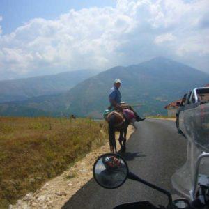 Do Albanii 2009 - pierwszy asfalt po bezdrożach w Albanii