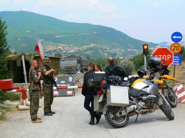 Do Albanii 2009 - Kosowo, polski posterunek graniczny sił KFOR