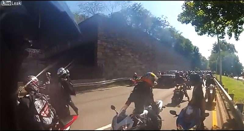 Range Rover taranuje motocyklistów w Nowym Jorku/film