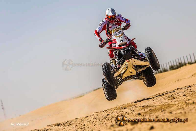 Abu Dhabi Desert Challenge: owocna wspinaczka – Sonik na podium