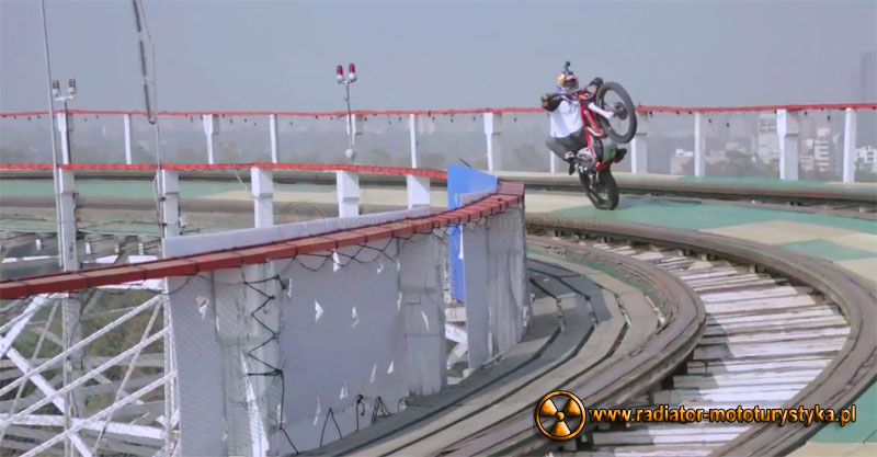 Julien Dupont trialówką na rollercoasterze (Video)