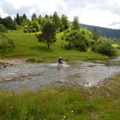 Enduro Polulanka - piękno i piekło mordoru - Ukraina - połoniny motocyklowo z przeprawą przez rzekę