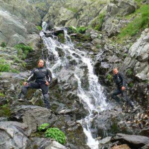 Wyprawa motocyklowa do Grecji - 2008 - Rumunia, wodospad przy Trasie Transfogaraskiej/Transfogarskiej