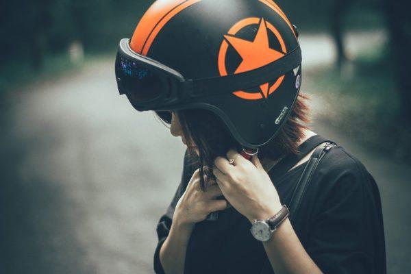kask motocyklowy - bezpieczeństwo na drodze